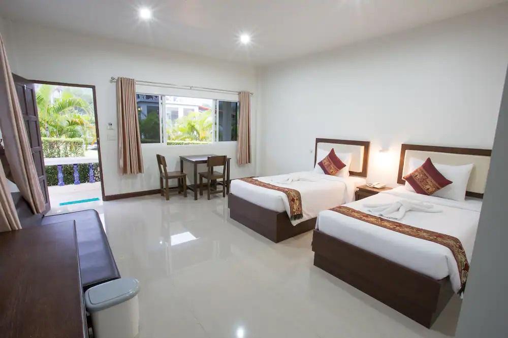 phuket airport villa ราคาประหยัด